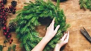 Weihnachtskranz Selber Machen : adventskranz selber machen anleitung zum binden und dekorieren ~ Markanthonyermac.com Haus und Dekorationen