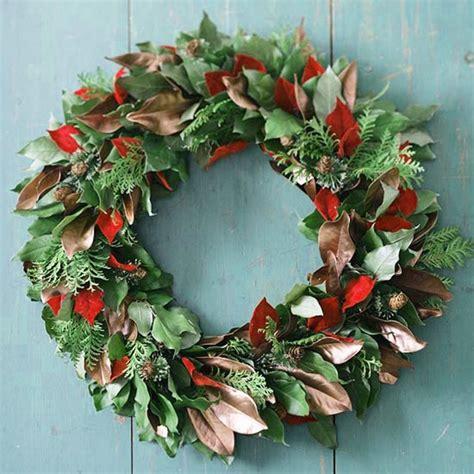 christmas wreath   door    hands ideas
