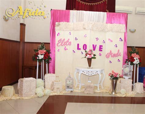 dekorasi photo booth pernikahan outdoor