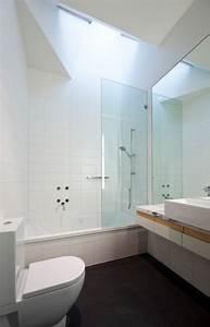 petite salle de bains avec baignoire douche 27 idees sympas With baignoire et douche dans petite salle de bain