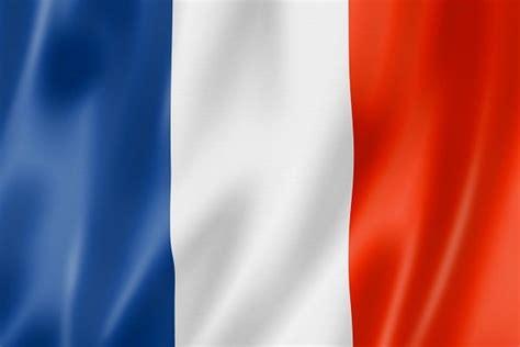 onder de indruk van franse vlaggen op facebook nieuwspaal