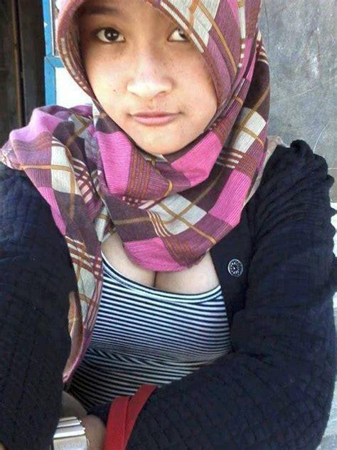 Hot Hijab Indonesia