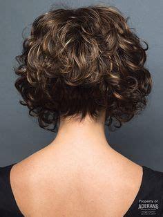 taglio alla moda  capelli ricci mossi medi  castani