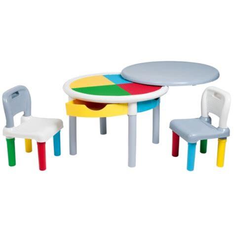 Table De Construction Multicolore Et Ses Deux Chaises Pour