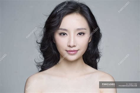 portrait  beautiful chinese woman  natural makeup