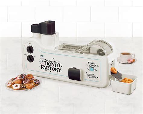 Amazoncom Nostalgia MDF200 Automatic Mini Donut Factory