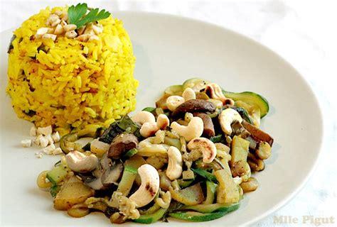 comment cuisiner le tofu riz jaune et légumes sautés aux noix de cajou 1 2 3 veggie