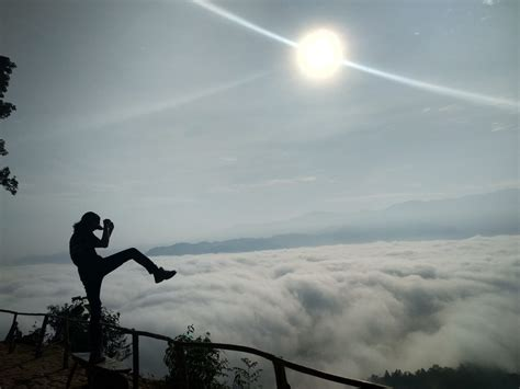 negeri  atas awan gunung luhur banten bilik jasinga