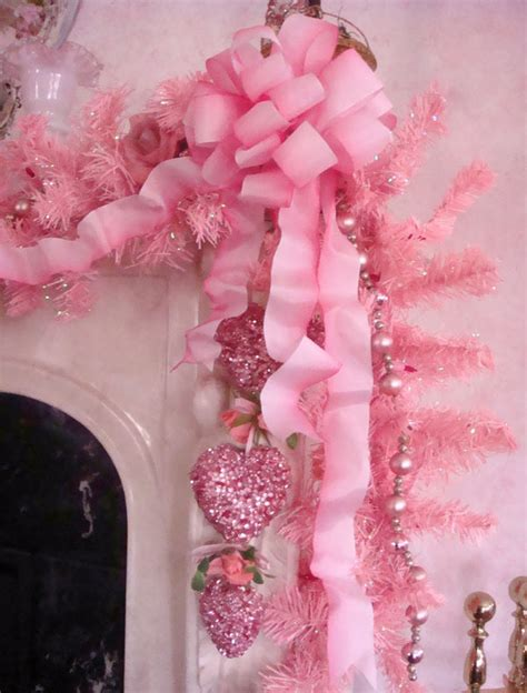 pink christmas decorating ideas   christmas
