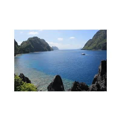 Explore the islands off El Nido in Bacuit Bay Palawan