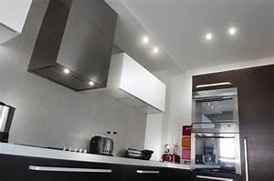 Esempio di illuminazione con faretti ad incasso in una cucina moderna Appartamento Privato