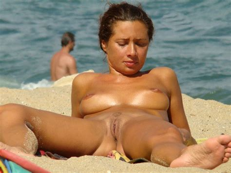 Spread Legs On Nude Beach Nude Girls At The Beach