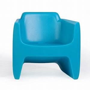 un petit fauteuil bleu pour enfant maxi confort With peinture mur exterieur couleur 17 petit fauteuil lequel choisir pour une maxi deco