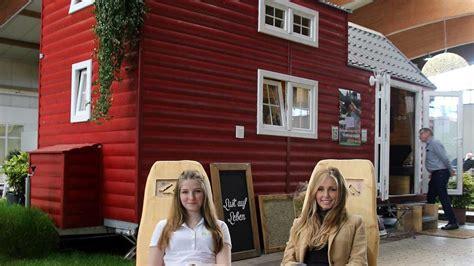 Tiny Häuser Auf Räder tiny h 228 user zuhause im miniformat auf der fr 252 hjahrsmesse