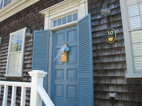 nantucket green paint color newport blue mhc 6 on the front door with white mhc 1 on the - Nantucket Green Paint Color