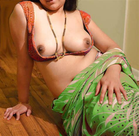 Sexy Indian Aunty Saree 32 Pics