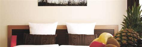 Moderne Holzdecken Preiswert Und Komfortabel by Preiswerte Hotelzimmer In Wilhelmshaven Hotel Home