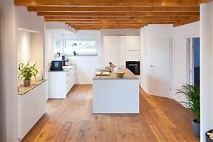 Küche Landhausstil Weiß : wei e k che modern in szene gesetzt im landhausstil mit keramik arbeitsplatte und bora kochfeld ~ Indierocktalk.com Haus und Dekorationen