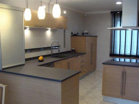 cuisine chene clair plan travail noir aménagement cuisine salle de bains lens pas de calais 62