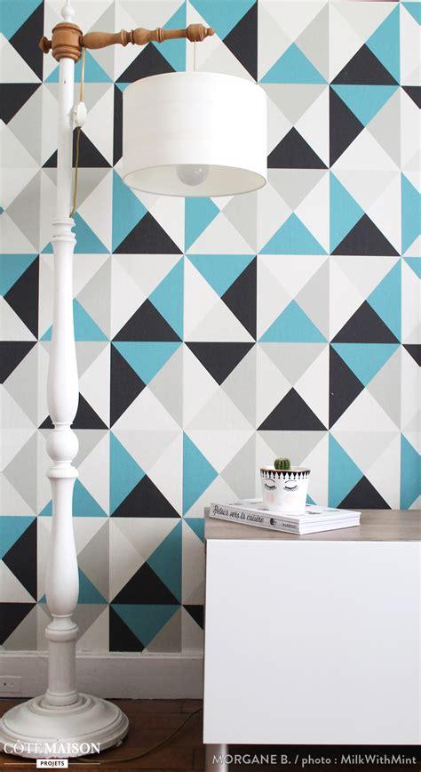 papier peint multicolore chambre un papier peint graphique multicolore murs colorés