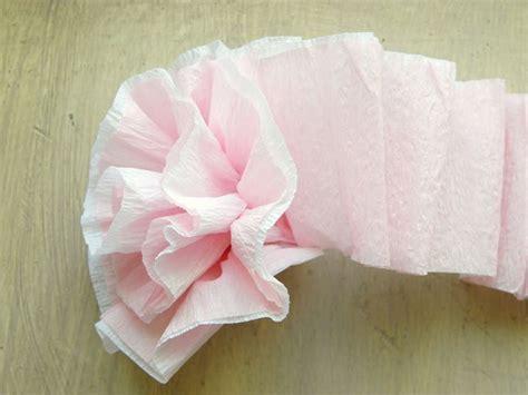 Come realizzare fiori di carta crespa Fiori di carta Realizzare fiori di carta crespa