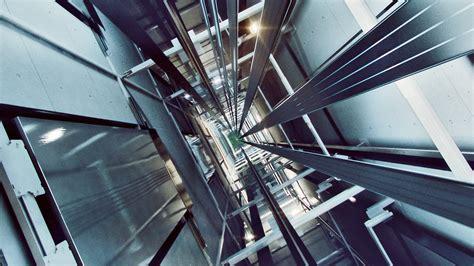 Escalators, inclined elevators and myths | machorne