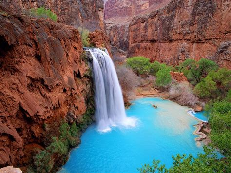 10 Amazing Waterfalls Around The World You Need To See For
