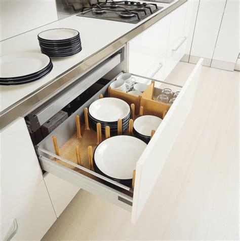tiroir de cuisine coulissant cinq essentiels pour sa cuisine morasse maison