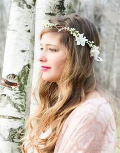 Couronne De Fleurs Mariage Petite Fille : coiffure de mari e couronne de fleurs les plus jolies coiffures de mari e pour s inspirer elle ~ Dallasstarsshop.com Idées de Décoration