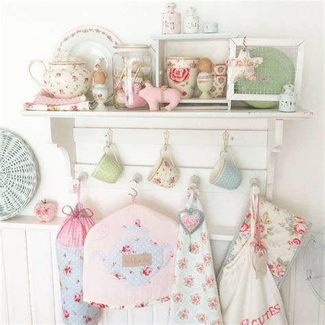 shabby chic courses 17 best images about shabby chic of course on pinterest cabbage roses tablecloths and shabby chic