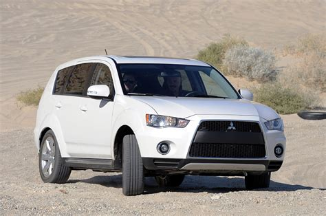 2018 Mitsubishi Outlander Gt Off Roading Photo Gallery