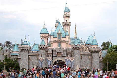 Anaheim Disneyland Officials Probe Source Of Legionnaires Cases Near