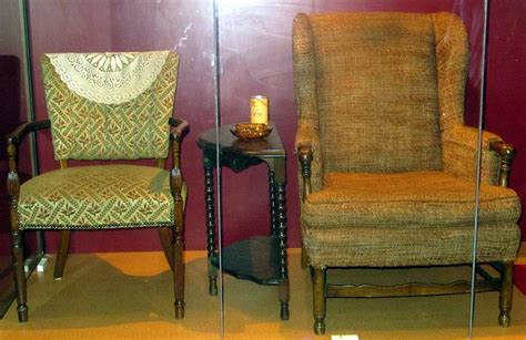 Who Made Archie Bunkers Chair by Edith Archie Bunker S Chairs
