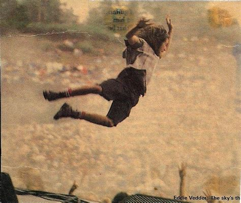 Eddie Vedder Stage Dive - eddie vedder stage dive