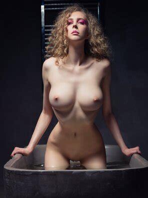 Nackt Katerina Mikailenko  Frau gezwungen