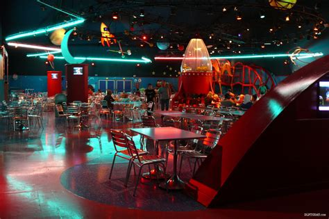 planet cuisine un disney worthy buzz lightyear s pizza planet restaurant has closed for dlp today