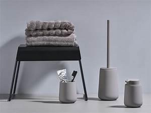 Accessoire Salle De Bain Design : les accessoires de salle de bain design de zone denmark joi place ~ Teatrodelosmanantiales.com Idées de Décoration