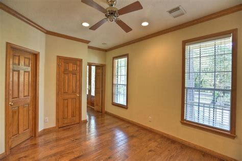 Bedroom Paint Ideas With Oak Trim by Downstairs Room 13x11 Has Doors To The Foyer And