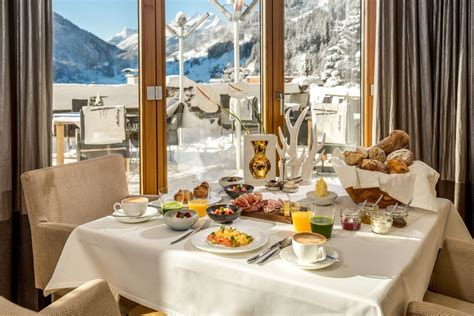 hotel tannenhof st anton cool skiing breakfast  style