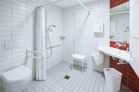 badezimmer sanieren machen sie ihr bad barrierefrei