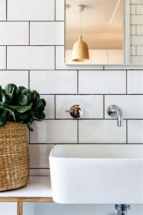 1000+ Ideas About Subway Tile Bathrooms On Pinterest