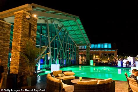 deck mt airy hours pennsylvania casino served gambler 27 drinks in 9 hours
