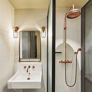 Miroir Cuivre Rose : la salle de bains aux carreaux blanc et robinetterie en cuivre rose nous fait voyager dans le ~ Melissatoandfro.com Idées de Décoration