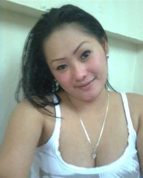 Foto Seksi Tante Anggun Cantik Tubuh Montok Punya Toge