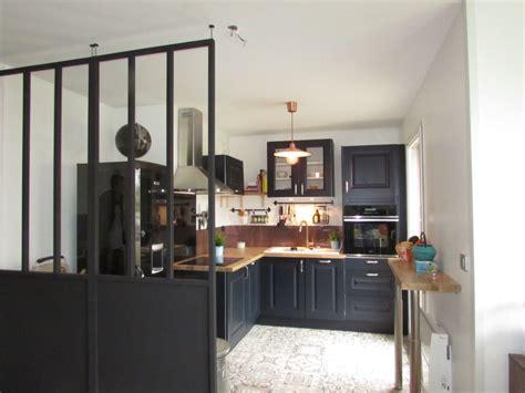 panneau credence cuisine fabulous cuisine rustique verrire amovible sol effet carreaux de ciment crdence cuivre with