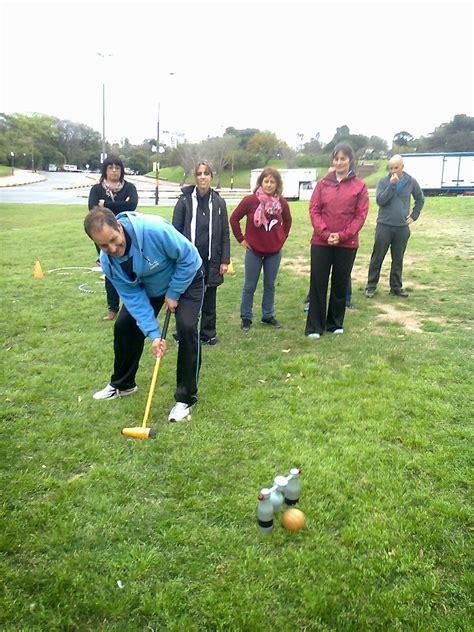 Teniendo el objetivo en que la persona pueda tener las herramientas de distracción y diversión todo el tiempo que lo desee. Juegos y Deportes Alternativos para el Encuentro: Taller para Programa Adultos Mayores de la ...