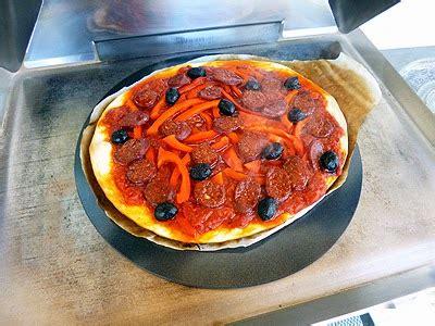 la cuisine a la plancha pizza à la plancha la recette facile par toqués 2 cuisine