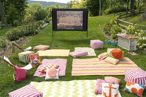 easy diy outdoor cinema    yard  ultimate