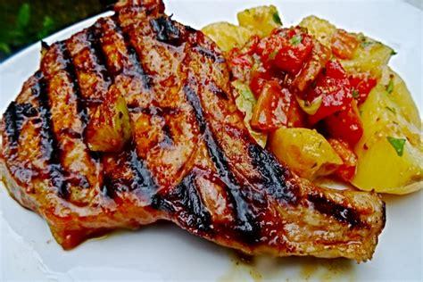 cuisiner cotes de porc recette de côte de porc marinée aux herbes rapide
