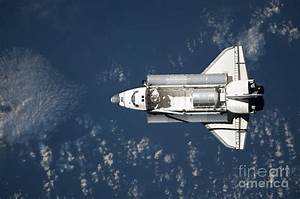 Aerial View Of Space Shuttle Discovery Photograph by ...